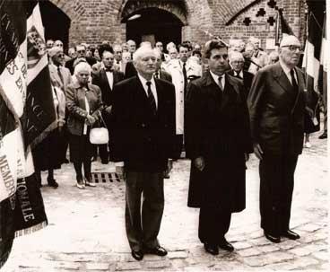 19 septembre 1992 fort de Bondues. Dépot de gerbe par Lionel Charles, Paul Astier Maurice Schuman