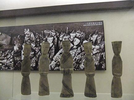 Figurines tombe de la Duchesse de Dai