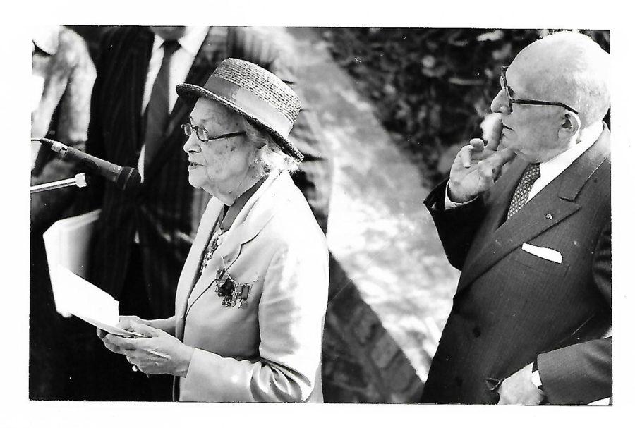 Marie Madeleine Méric-Fourcade et Maurice Schumann à l'inauguration de la Cour Sacrée du Fort de Bondues en 1992